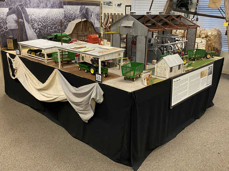 Cotton gin toy display catalogit