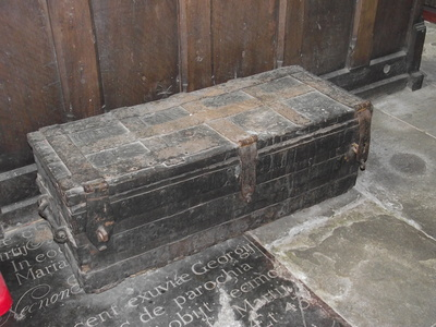 Elizabethan chest 3 locks